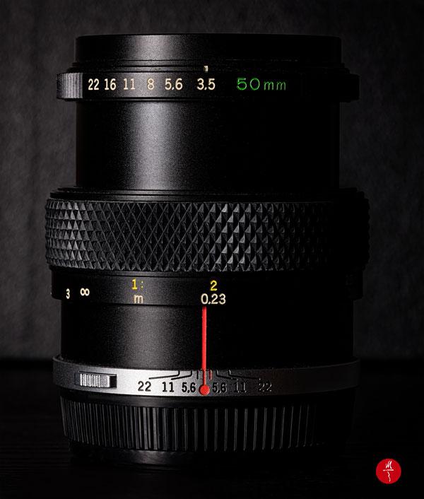 Macro vintage Olympus OM Zuiko 50 mm f/3,5. Massimo rapporto di riproduzione 1:2.  Scatto realizzato con ottica Sony 90 mm f/2,8 Macro.